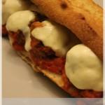 Sandwich chaud aux boulettes de viande à la Joey Tribbiani