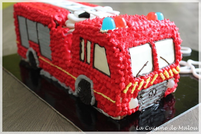 firetruck-cake-tutoriel-without-fondant